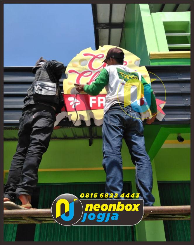 Neon box akrilik Di Jogja